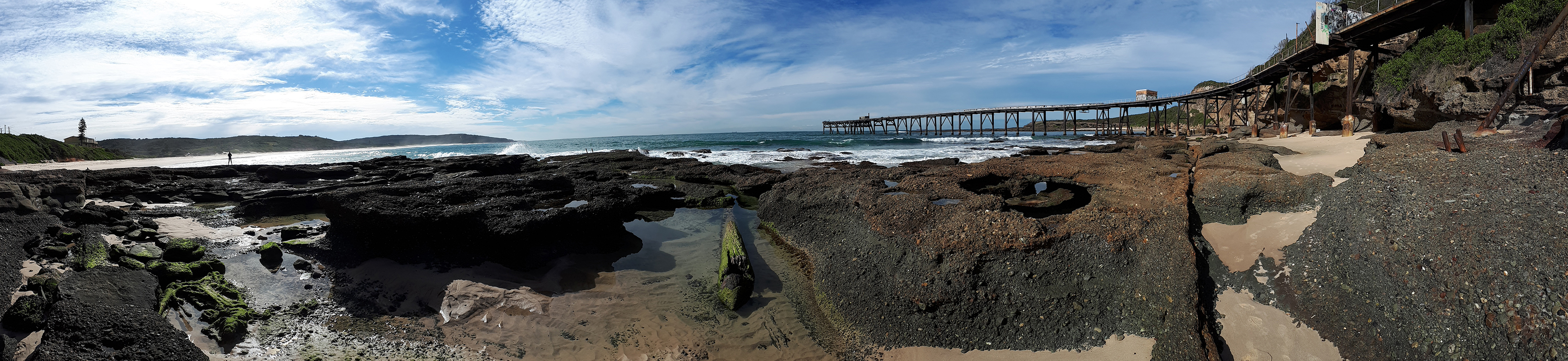 photograph of the rock pools at low tide at catherine hill bay looking at the pacific ocean